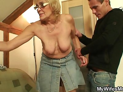 Fucking my wifes older mommy