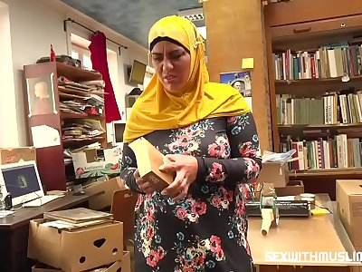 Bookstore owner pokes a glad muslim milf